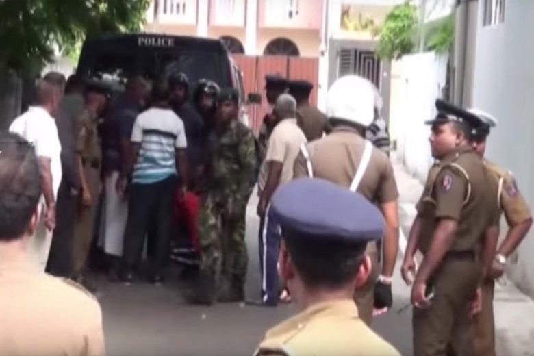 Liczba ofiar śmiertelnych wielkanocnych zamachów na Sri Lance wzrosła do 290. Niedaleko lotniska w stolicy kraju Kolombo znaleziono bombę, która została już rozbrojona.