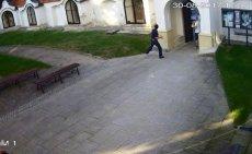 Kamery zarejestrowały zachowanie mężczyzn w kościele w Sandomierzu