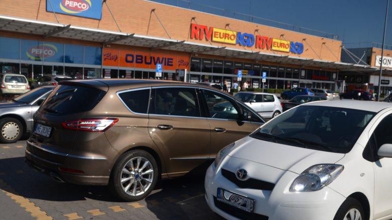 To auto łatwo znaleźć na parkingu.