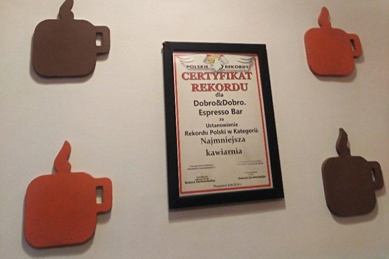 """Trzy lata temu kawiarnia otrzymała certyfikat dla """"najmniejszej kawiarni w Polsce"""""""