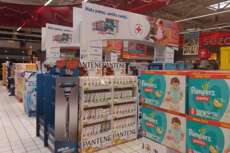 PCK uczestnicy też w akcjach z partnerami zewnętrznymi. Jedną z ostatnich akcji jest ''Mała pomoc, wielka radość'', gdzie we współpracy z Procter&Gamble i Carrefour zbiera dochody ze sprzedaży artykułów higienicznych
