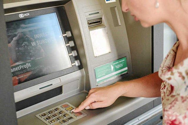 Uwaga na złodziei informacji z bankomatu!