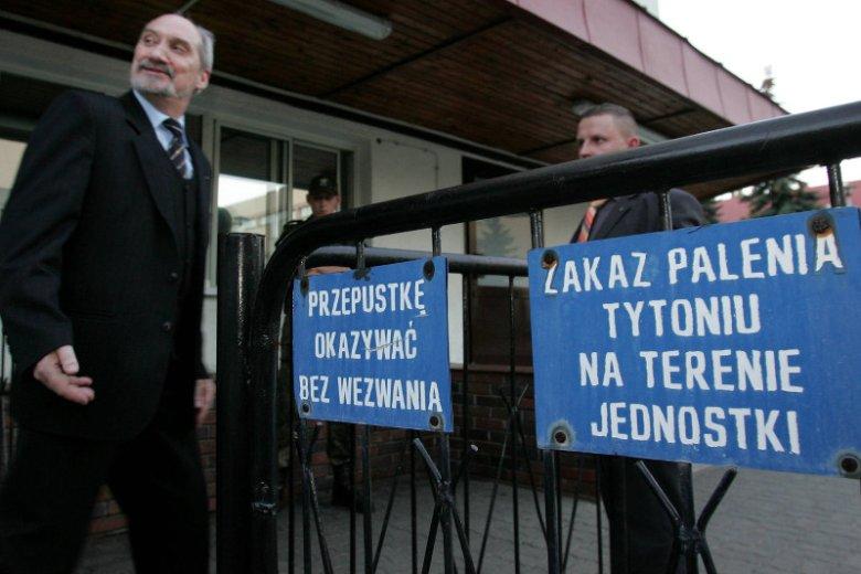 30.09.2006. Antoni Macierewicz tuż przed konferencją, na której ogłosił likwidację Wojskowych Służb INformacyjnych