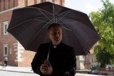 W Sandomierzu ojciec Mateusz jest uwielbiany. Teraz jedno z przedszkoli ma szansę na patrona, którym będzie bohater serialu.