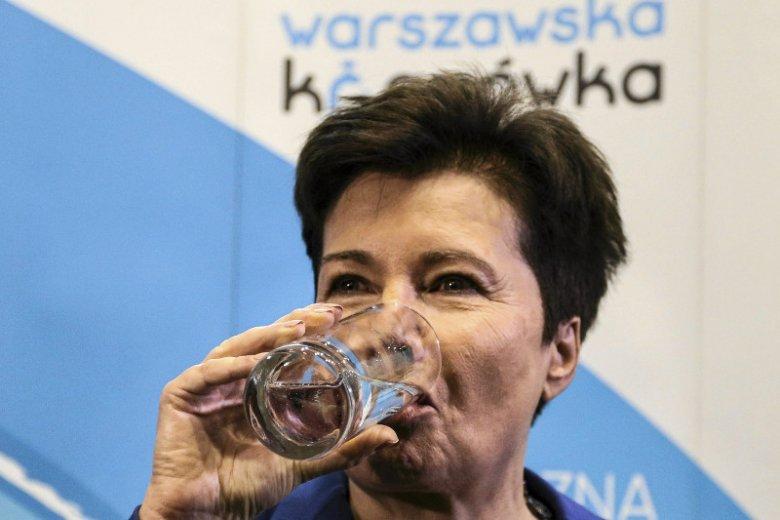 """Przed rokiem w stolicy prezydent Hanna Gronkiewicz Waltz wzięła udział w otwarciu instalacji ozonowania pośredniego i filtrów węglowych w stacji uzdatniania wody """"Praga"""" zachęcając warszawiaków do picia kranówki"""