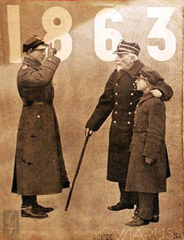 Żołnierz II Rzeczypospolitej oddaje honory weteranowi Powstania Styczniowego
