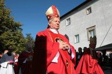 Temat finansowania lekcji religii w szkołach wciążnie ucichł. Biskup radomski Henryk Tomasik zabrał głos w sprawie.