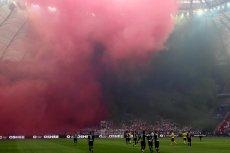 Podczas finału Pucharu Polski stadion był tak mocno zadymiony, że część kibiców musiała go opuścić.