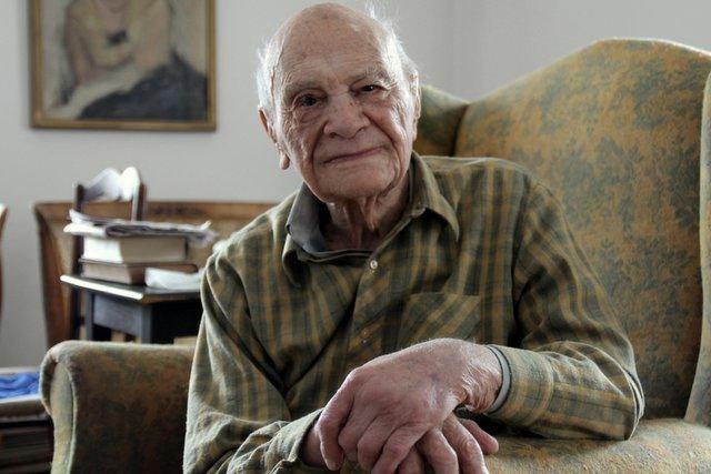 103 letni Kordian Tarasiewicz, szef i główny akcjonariusz przedwojennej palarni kawy Pluton.