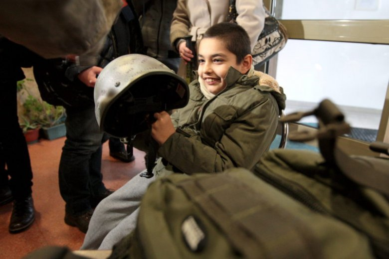 10-letni Jakub chory na dziecięce porażenie mózgowe chciał poczuć się jak funkcjonariusz policji. Jego marzenie spełnił oddział antyterrorystyczny.