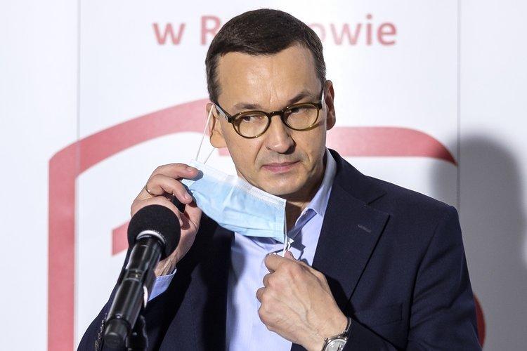 Wirusolog o promieniach UV Morawieckiego: To są teorie pseudonaukowe | naTemat.pl