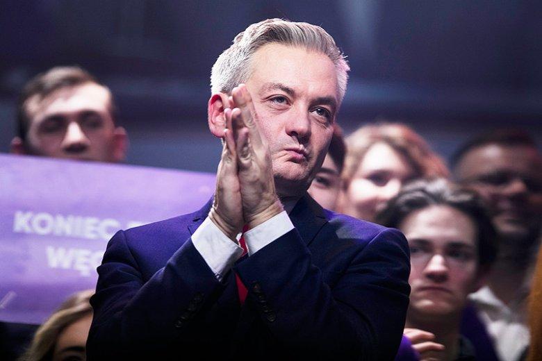 """Robert Biedroń nazwał listy PiS do PE """"wysyłaniem do domu spokojnej starości"""". Gdy wypomniał mu to dziennikarz Onetu, zablokował go na Twitterze."""
