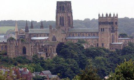 Durham Cathedral została uznana za najpiękniejszy budynek w UK przez czytelników Guardiana.  Stanowi symbol miasta i uniwersytetu. W niej kręcono również pierwsze dwa filmy o Harrym Potterze.
