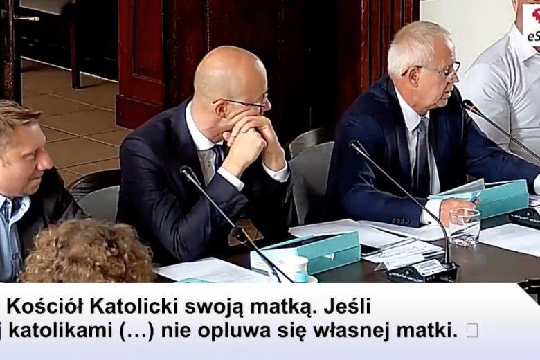 """Radny Wojciech Kwiatkowski prosząc o to, by """"Kler' nie był wyświetlany w kinie w Ełku, powołał się na słowa Jana Pawła II."""