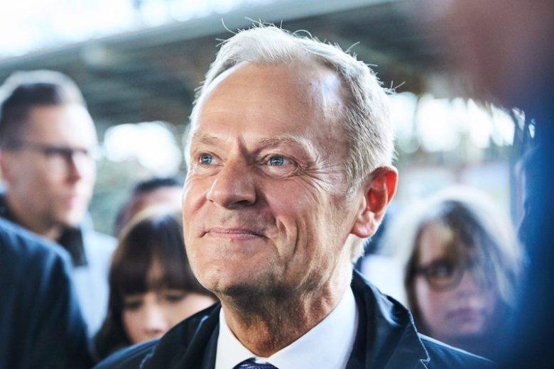 """Donald Tusk według """"SE"""" jest gotowy do powrotu do polskiej polityki i ma już plan."""
