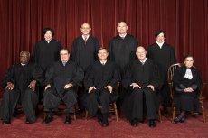 Sąd Najwyższy w USA – sędziów, owszem, mianuje prezydent, ale ich kadencja jest nieograniczona.
