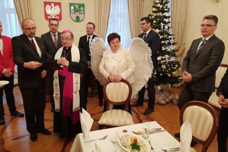 Eleonora Szymkowiak, radna PiS z Zielonej Góry w takim stroju wystąpiła na Wigilii zorganizowanej dla radnych miasta.