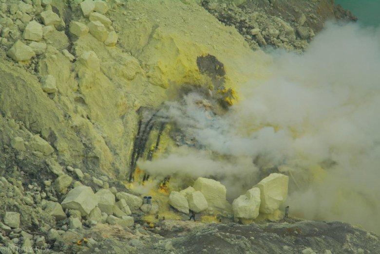 Wydobywanie siarki - Wulkan Ijen, Jawa Indonezja