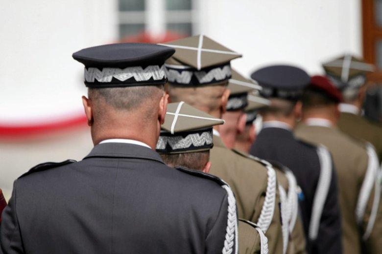 Wiele nominacji generalskich budzi niesmak zawodowych wojskowych.