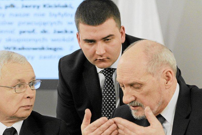 Bartłomiej Misiewicz zawiesił publiczną aktywność tylko na krótko. W czwartek postanowił o sobie przypomnieć.