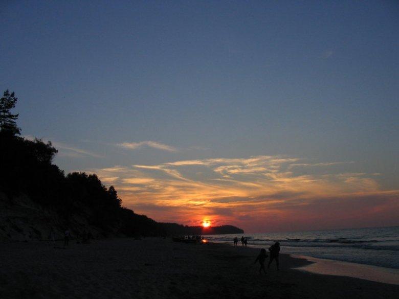 Zachód słońca nad Przylądkiem Rozewie, widok z plaży w Chłapowie, Polska, 2005 r.
