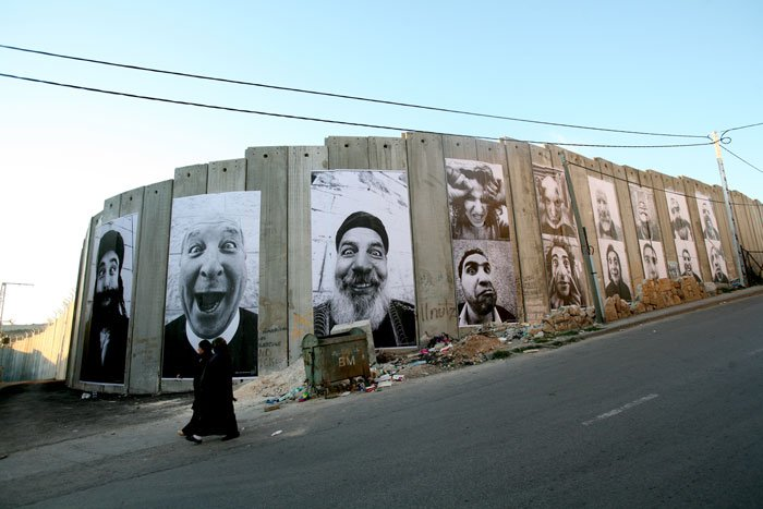 """Projekt """"Face to Face"""" pokazywał zwariowane miny wrogich sobie sąsiadów Palestyńczyków i Izraelczyków"""