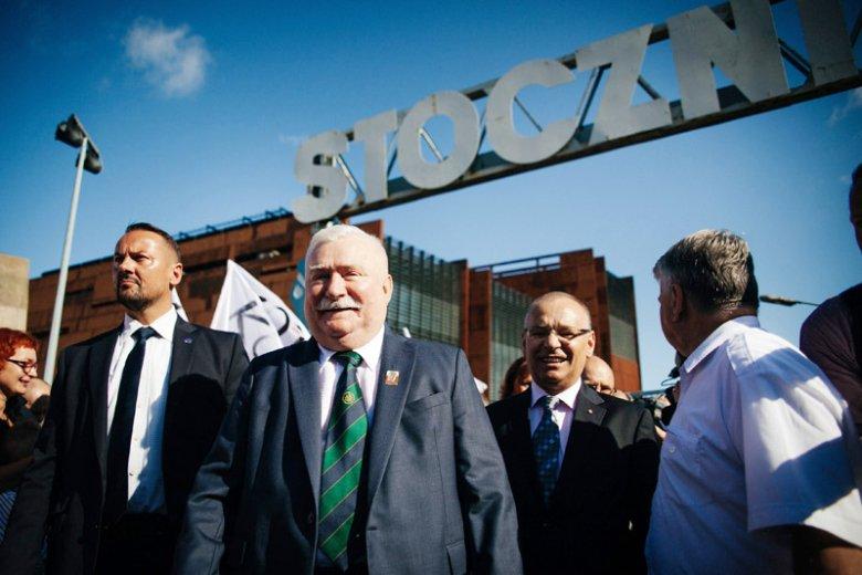 Były prezydent Lech Wałęsa grozi prezydentowi Andrzejowi Dudzie sądem.