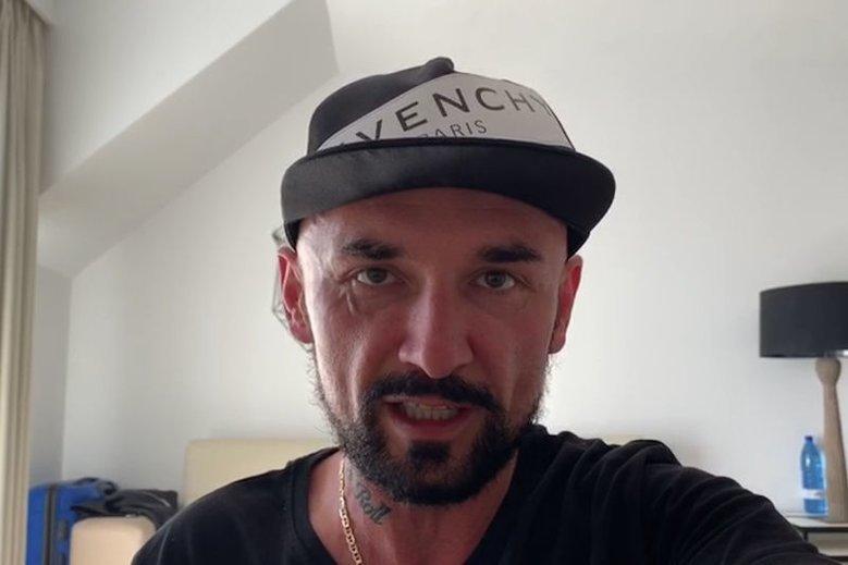 """Patryk Vega znowu mówi o naciskach ze strony władzy w związku z premierą """"Polityki""""."""
