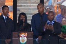Mężczyzna, który przekładał przemówienie żałobników na język migowy, miał wymyślać własne znaki