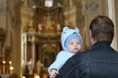 Rodzice chrzestni w diecezji płockiej muszą podpisać oświadczenie, że nie żyją w konkubinacie i chodzą na mszę świętą.