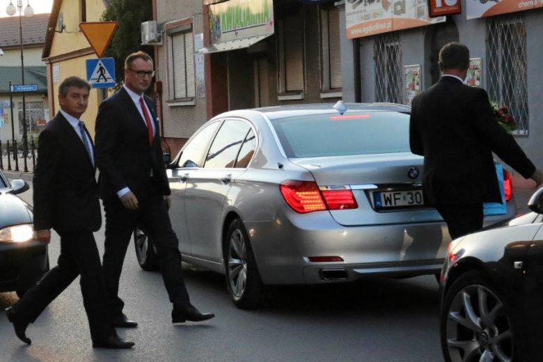 Marek Kuchciński musiał opuścić spotkanie z wyborcami tylnym wyjściem.