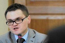 Rafał Rogalski przekonuje, że Antoni Macierewicz prowadzi zespół badający katastrofę smoleńska tylko po to, by zdobyć popularność.