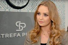 Justyna Śliwowska to dziennikarka TVP, której wizerunku użyto w spocie wyborczym o uchodźcach pt. Wybieram #BezpiecznySamorząd. Sąd postanowił o zakazie publikacji wizerunku Śliwowskiej w tym spocie na okres roku.