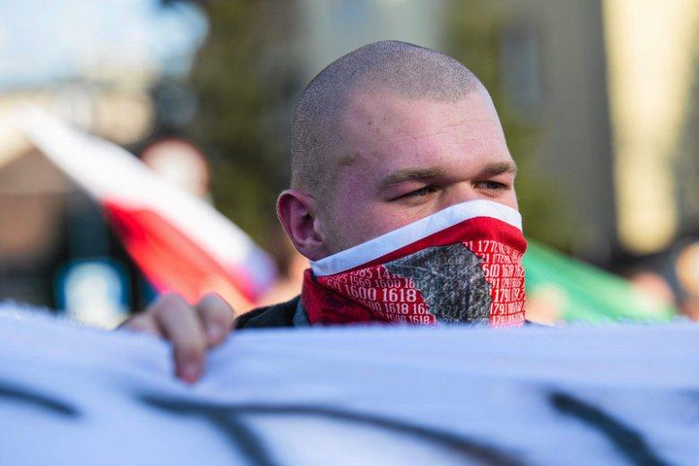 """""""Newsweek"""" ujawnia, kim jest Aleksander Usowski, organizator prorosyjskich manifestacji."""