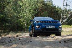 Jeep Compass to auto, które zaskakuje możliwościami terenowymi. Ale przydałby się większy prześwit.