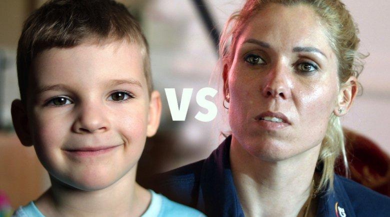Zrzut ekranu. Na zdjęciu od lewej %-letni Bartek. Po prawej Zofia Klepacka.