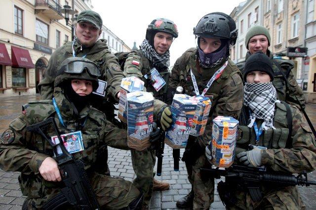 Miłośnikom militariów pozostają polskie mundury wz. 93