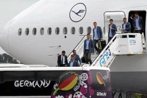 Niemieccy piłkarze na lotnisku w Gdańsku