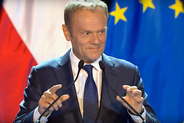 Donald Tusk w mocnym wystąpieniu w Auditorium Maximum przeszedł od roli Konstytucji 3 Maja do problemu przestrzegania konstytucji w Polsce.