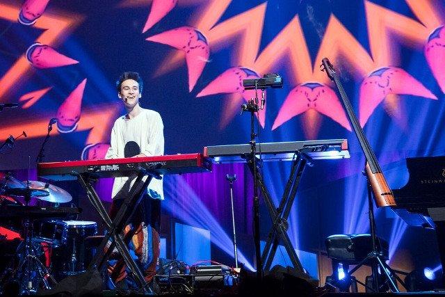 Jacob Collier to 23-letni utalentowany muzyk.