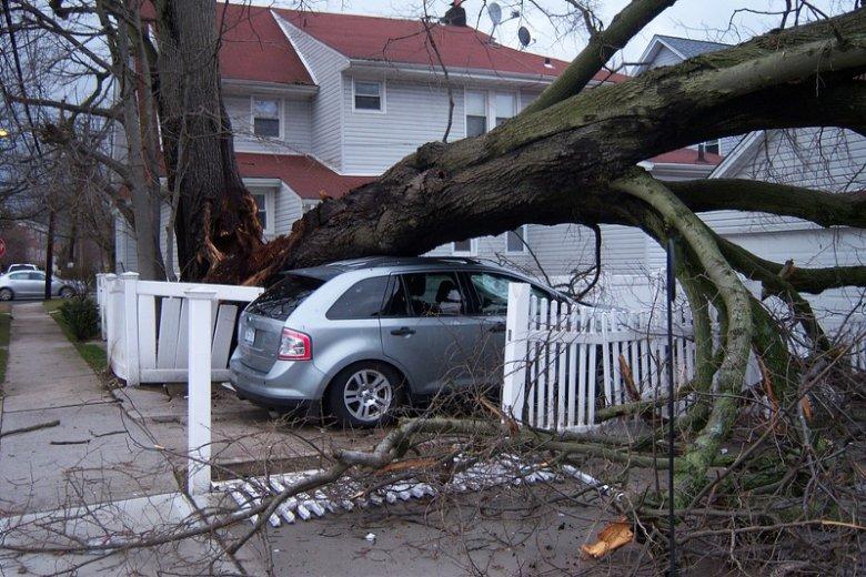 Polisy Minicasco pozwalają zabezpieczyć się przed skutkami takich żywiołów jak huragan czy grad