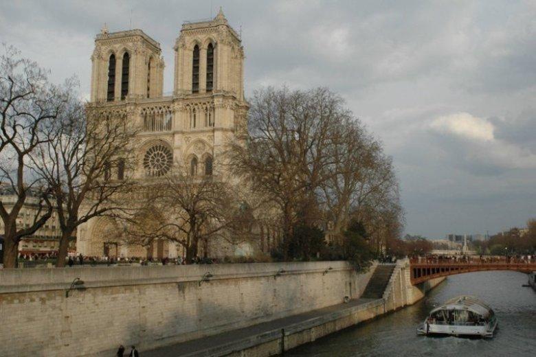 Notre Dame uznawana jest za jeden z symboli Francji.