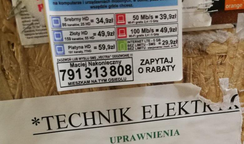 Oferty kablówek pojawiają się w windach dużo później niż reklamy murarzy, elektryków czy hydraulików.
