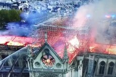 Przyczyną pożaru paryskiej katedry mogło być zwarcie instalacji elektrycznej.