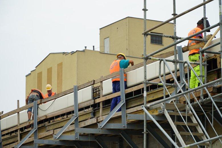 Ksiądz przeprowadza remont budynku bez zgody sąsiadów i nadzoru budowlanego (zdjęcie poglądowe)