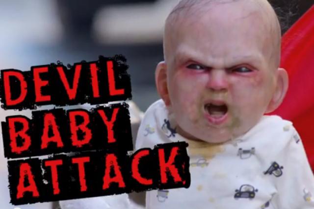 Diabelskie dziecko w wózku potrafi naprawdę przestraszyć.