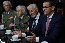 Leszek Żukowski obok premiera Mateusza Morawieckiego na wtorkowym spotkaniu w Muzeum Powstania Warszawskiego w rocznicę upadku powstania.