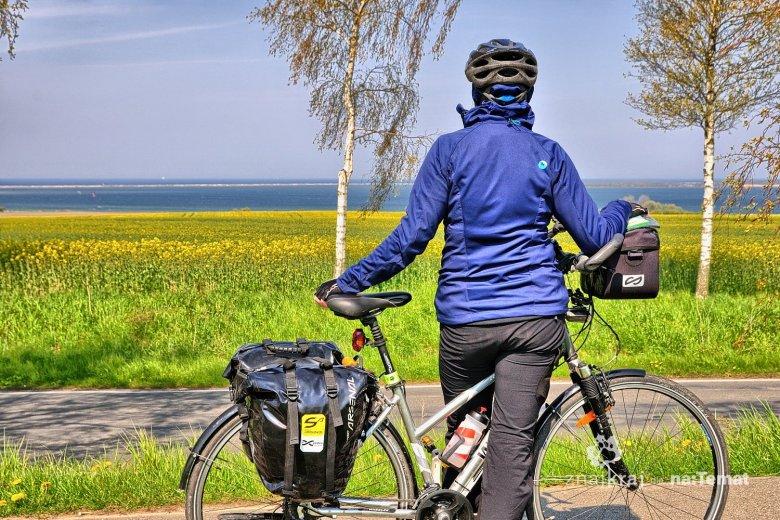 Widok na Morze Bałtyckie z rowerowego szlaku