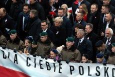 Morawiecki dziękuje Brudzińskiemu, Brudziński kadzi Morawieckiemu, a w tle najważniejszych polityków szli włoscy faszyści z Fuorza Nuova.