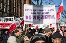 Zwolennicy reform PiS manifestowali w Warszawie.